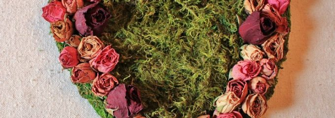 Dried Roses & Moss Valentine's Day Heart