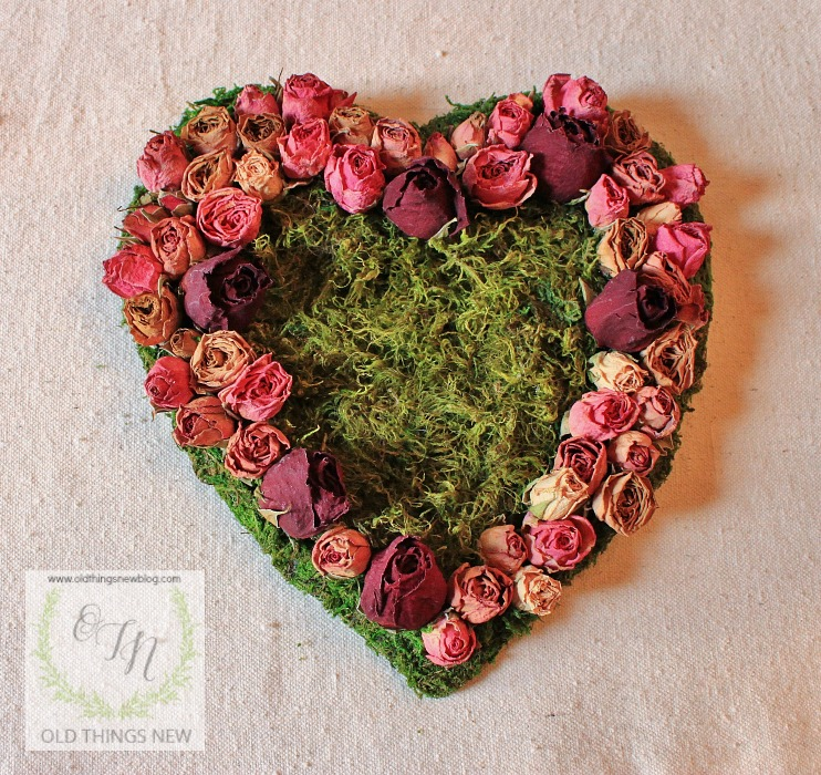 DIY beautiful dried roses and moss Valentine's Day wreath